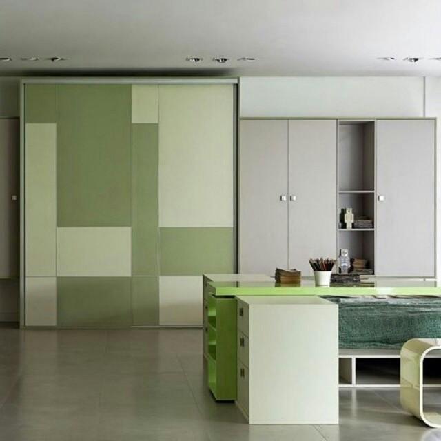 Aqui o dormitrio ganha descontrao com o verde e oshellip