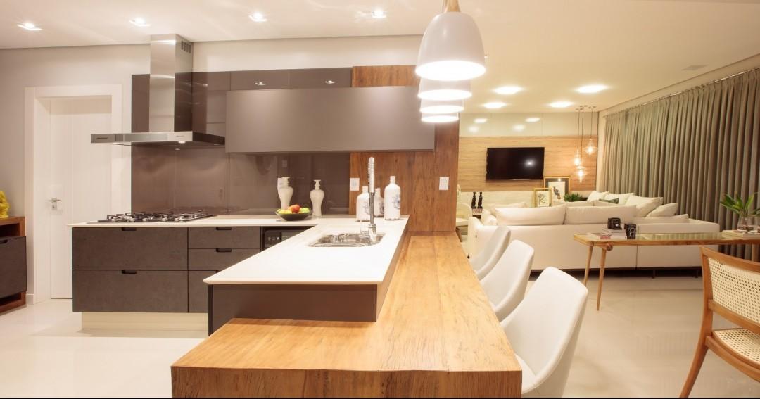 Neste apartamento decorado localizado no interior de Santa Catarina ahellip