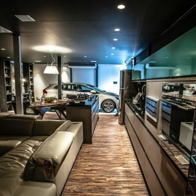 Espaços totalmente integrados fazem sucesso entre os solteiros. Aqui, até a garagem fica integrada ao restante da casa. #men'stime