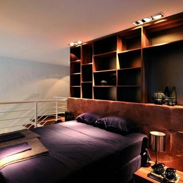 Cabeceiras estofadas transformam a cama em um local aconchegante, principalmente quando o material escolhido sofistica ao mesmo tempo em que garante conforto.