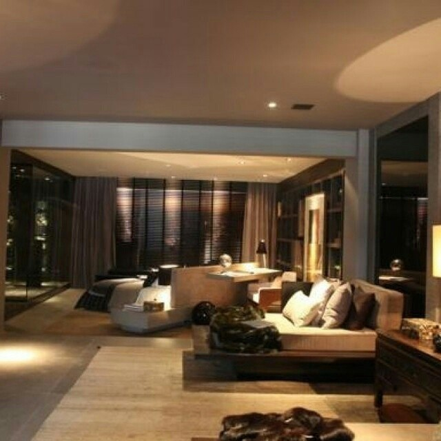 Uma suíte duplex toda trabalhada com móveis S.C.A.. Projeto de Carlos Rossi para a Casa Cor® SP.