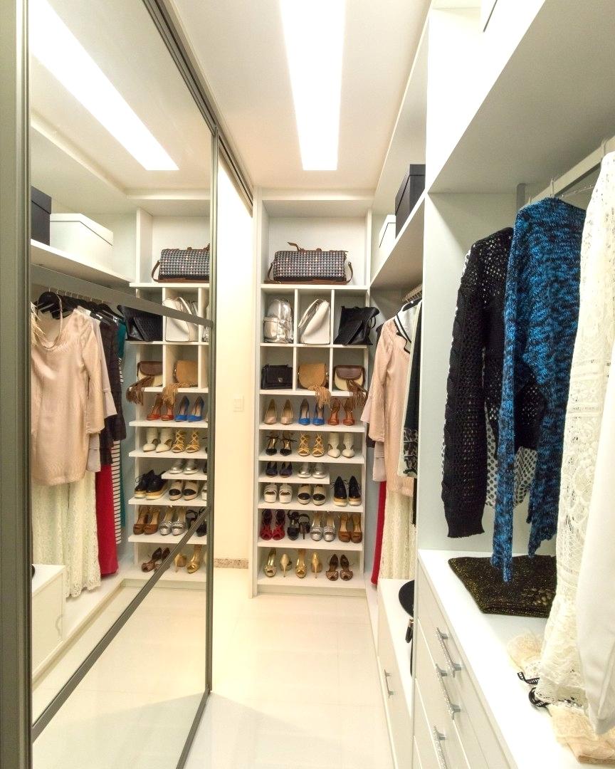 Um closet corredor para ningum botar defeito! Quem sabe aquelehellip