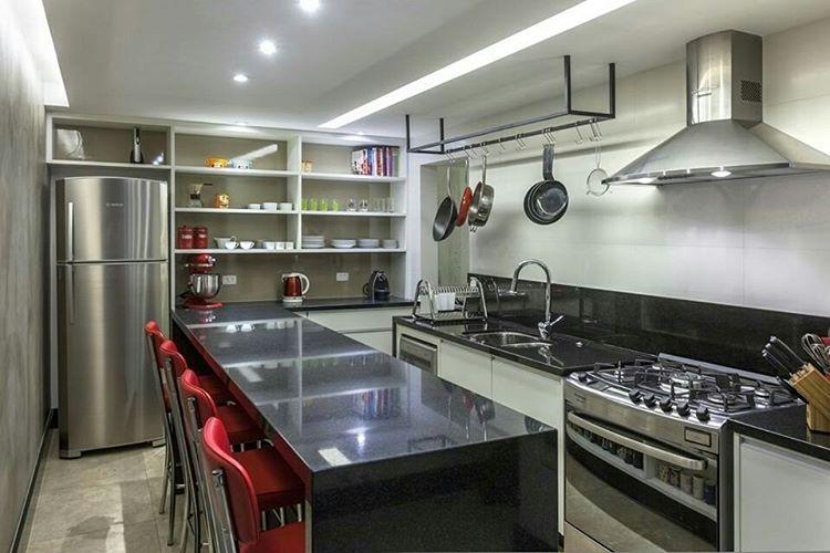 Que sonho essa cozinha hein? Compacta porm funcional Projeto assinadohellip