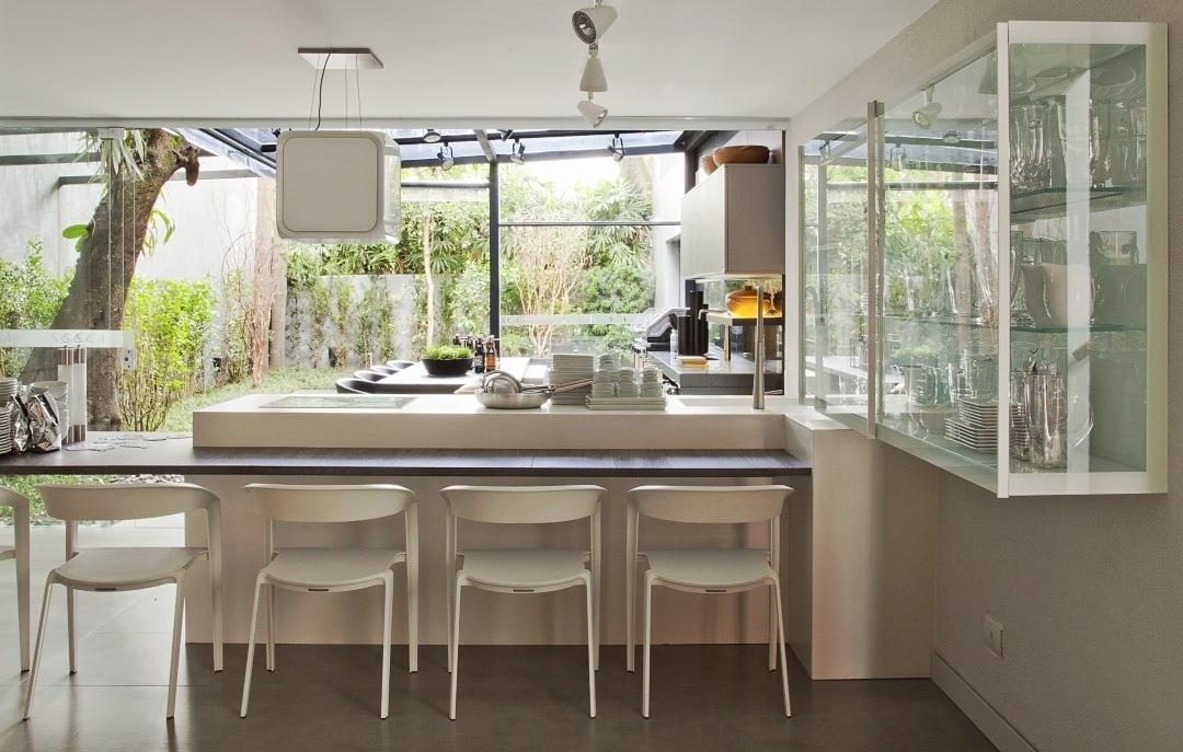 A cozinha SCA surge com cristaleira com luzes de ledhellip