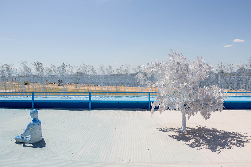 daniel-arsham-blue-garden-rio-de-janeiro-designboom-010