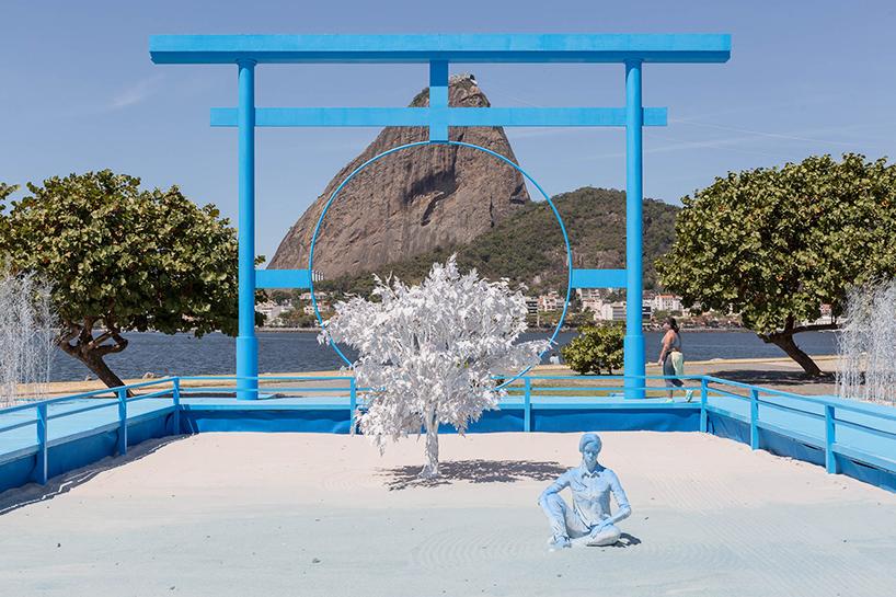 daniel-arsham-blue-garden-rio-de-janeiro-designboom-02