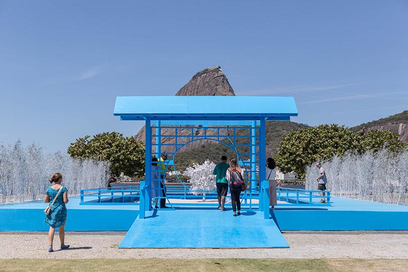 daniel-arsham-blue-garden-rio-de-janeiro-designboom-04