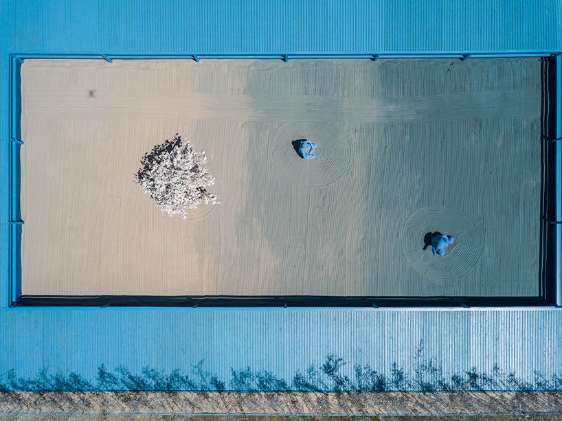 daniel-arsham-blue-garden-rio-de-janeiro-designboom-07