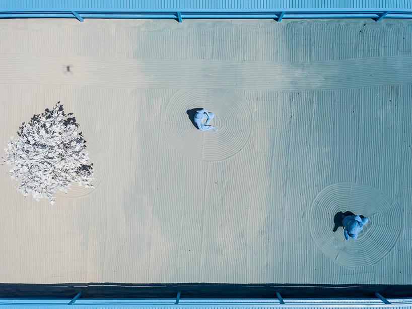 daniel-arsham-blue-garden-rio-de-janeiro-designboom-08