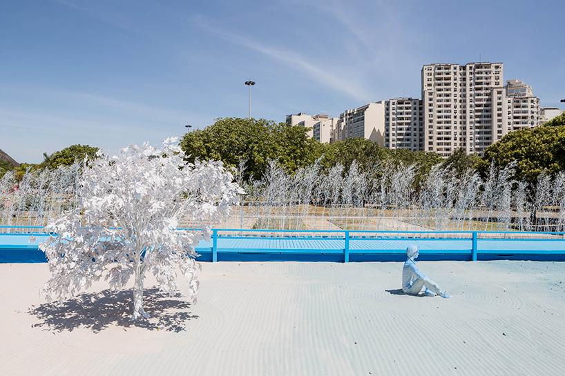 daniel-arsham-blue-garden-rio-de-janeiro-designboom-09