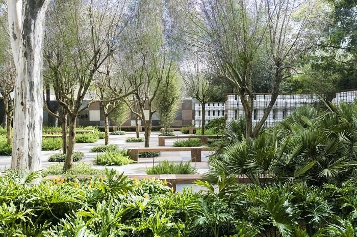 Alex Hanazaki https://www.vivadecora.com.br/foto/142933/jardim-com-arvores-e-plantas-ornamentais